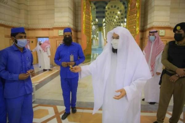 السديس يكرم العاملين بالمسجد النبوي