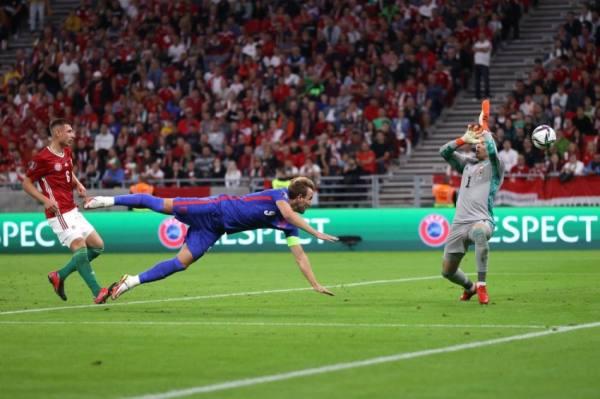 «فيفا» ينتفض بعد إساءات عنصرية للاعبي المنتخب الإنجليزي