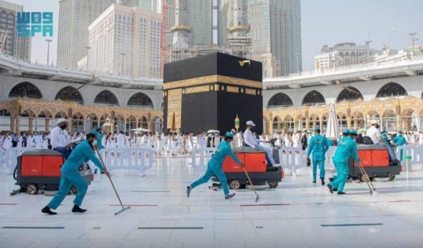 4 آلاف عامل لتعقيم المسجد الحرام 10 مرات يومياً