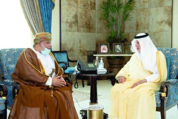 الفيصل مع القنصل العماني