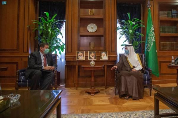 وزير الدولة للشؤون الخارجية يستقبل سفير بريطانيا لدى المملكة