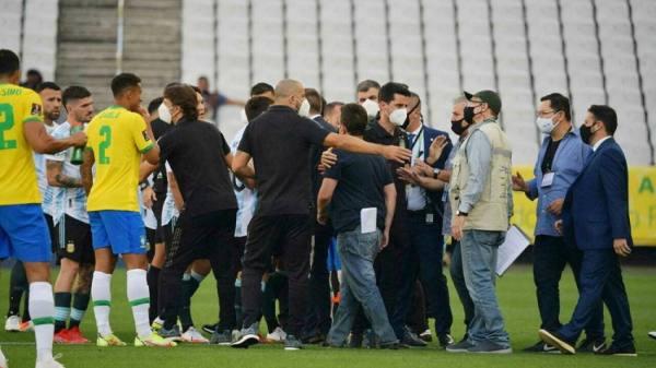 الفيفا يتوعد بقرار تأديبي بعد إيقاف مباراة البرازيل والأرجنتين