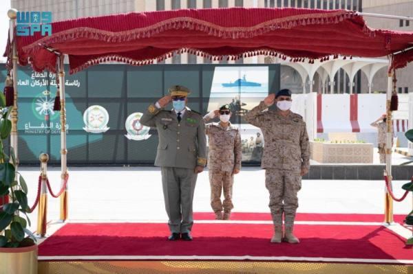رئيس الأركان يبحث التعاون العسكري مع نظيره الموريتاني