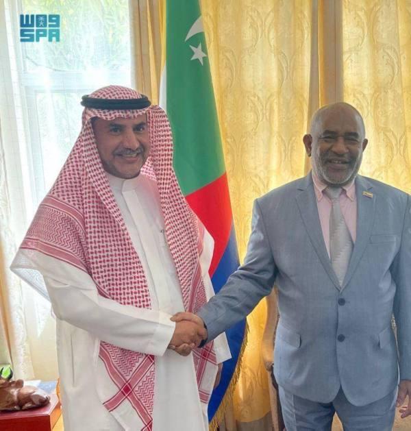 السفير غزالي بيحث مع رئيس القمُر العلاقات الثنائية