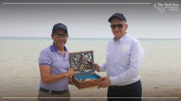 وزير البيئة والمياه والزراعة يتفقد مشروع البحر الأحمر