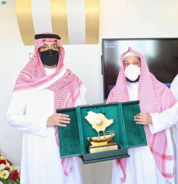 سعود بن جلوي يدشن معرض المنصة الرقمية التوعوية
