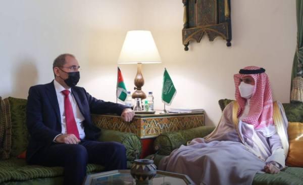 وزير الخارجية يبحث مع نظيره الأردني المستجدات الإقليمية والدولية