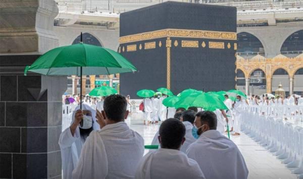 توزيع 4000 مظلة على قاصدي المسجد الحرام