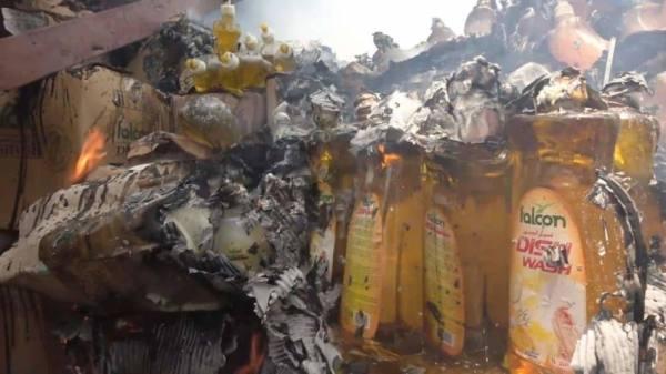 اعتداء الحوثي على ميناء المخا يحرق المواد الإغاثية