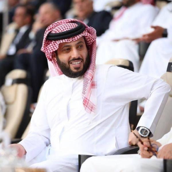 آل الشيخ معجب برونالدو ويشبه بوغبا بنجم سعودي