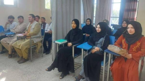 طالبان توضح شرط السماح للنساء بالدراسة الجامعية