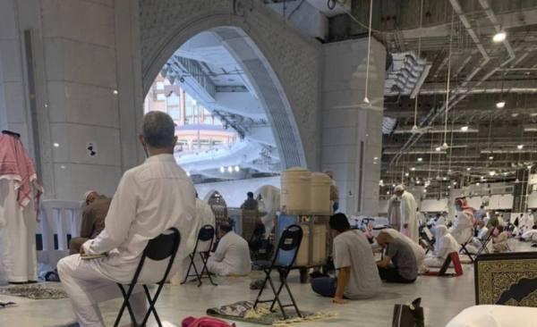 عودة حافظات ماء زمزم للمسجد الحرام