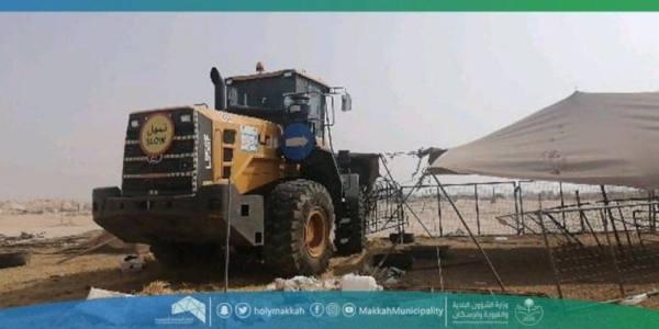 نقل 10 أطنان من مخلفات البناء وإزالة الحظائر العشوائية جنوب مكة