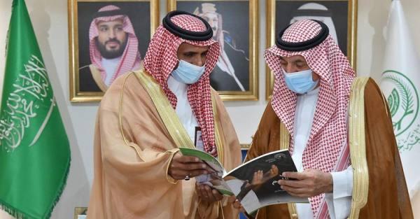 أمير نجران يلتقي بمدير فرع مركز الحوار الوطني بالمنطقة