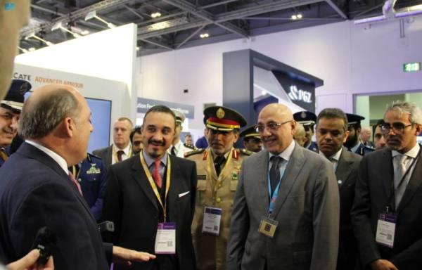 خالد بن بندر يقيم مأدبة غداء على هامش معرض الدفاع والأمن الدولي