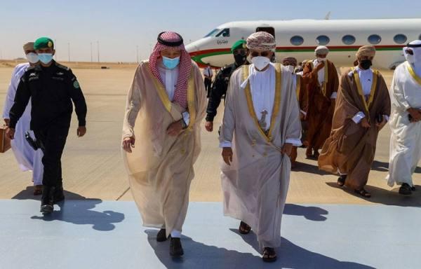 نائب وزير الخارجية يستقبل وزير الخارجية العُماني