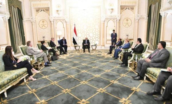 الرئيس اليمني: ندعو لوضع حد لتهديد الحوثي الملاحة الدولية