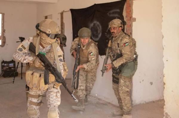 القوات البرية تستعرض مهاراتها القتالية في مناورات