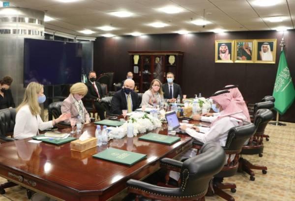 آل جابر يبحث مع المبعوث الأمريكي إلى اليمن خطوات الحل السياسي الشامل