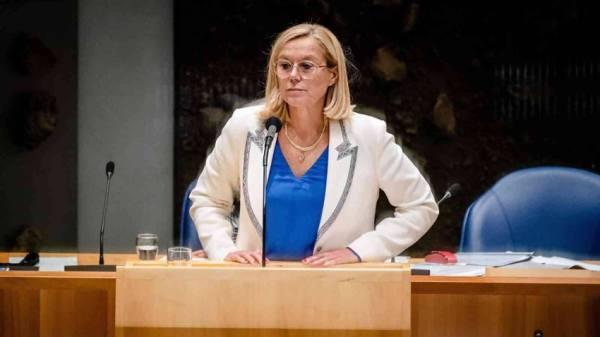 استقالة وزيرة خارجية هولندا على خلفية فوضى الإجلاء من أفغانستان