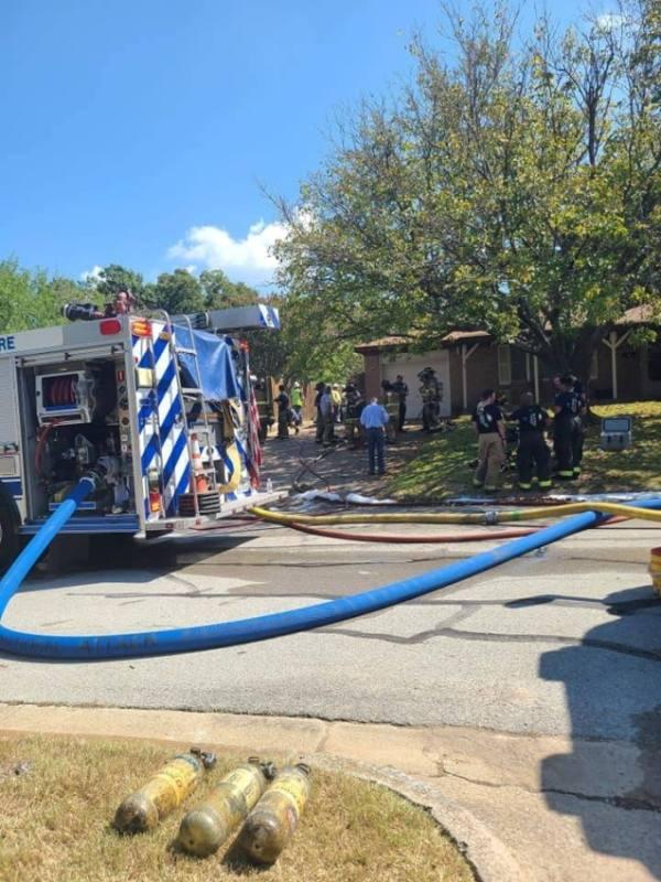 صور.. سقوط طائرة عسكرية في منطقة سكنية بتكساس