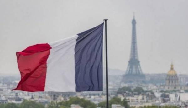 باريس وحيدة في مواجهتها مع واشنطن