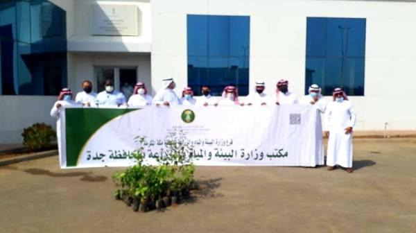 بيئة جدة تدشن فعاليات اليوم الوطني 91 بتوزيع الشتلات