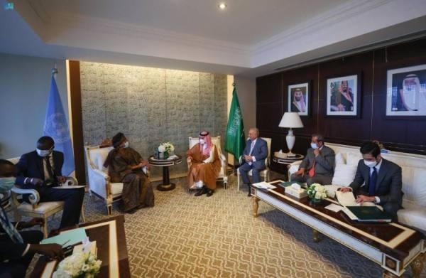 وزير الخارجية يلتقي وزيرة الشؤون الخارجية والسنغاليين بالخارج في السنغال