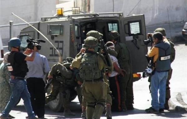 قوات الاحتلال تعتقل 3 فلسطينيين من رام الله