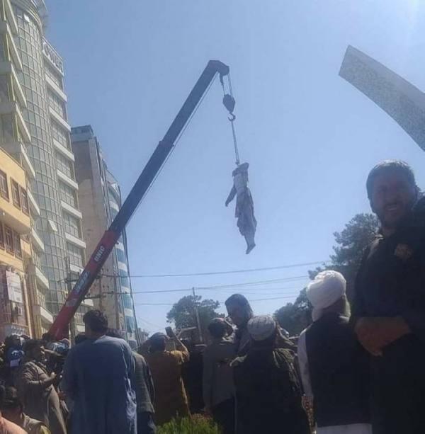 طالبان تقتل 4 أشخاص وتعلق جثثهم في الساحات