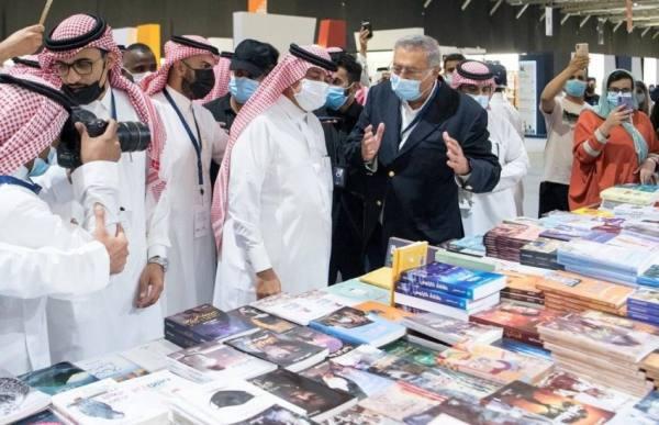 القصبي يزور معرض الرياض الدولي للكتاب ويشيد بالثقافة العراقية