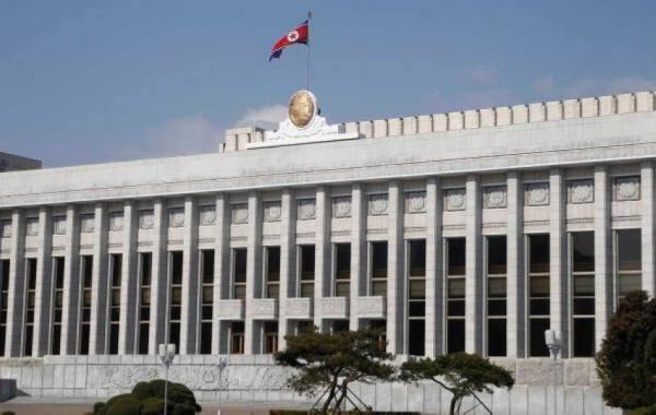 كوريا الشمالية تعيد تشغيل خط الاتصال الساخن مع جارتها الجنوبية